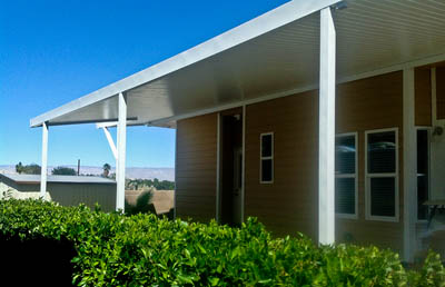 Mobile home Awning with an Alumawood white  Newport flatpanel top